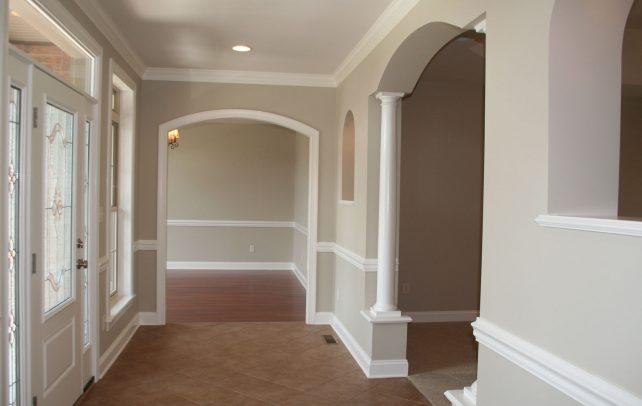 spacious-estate-entrance